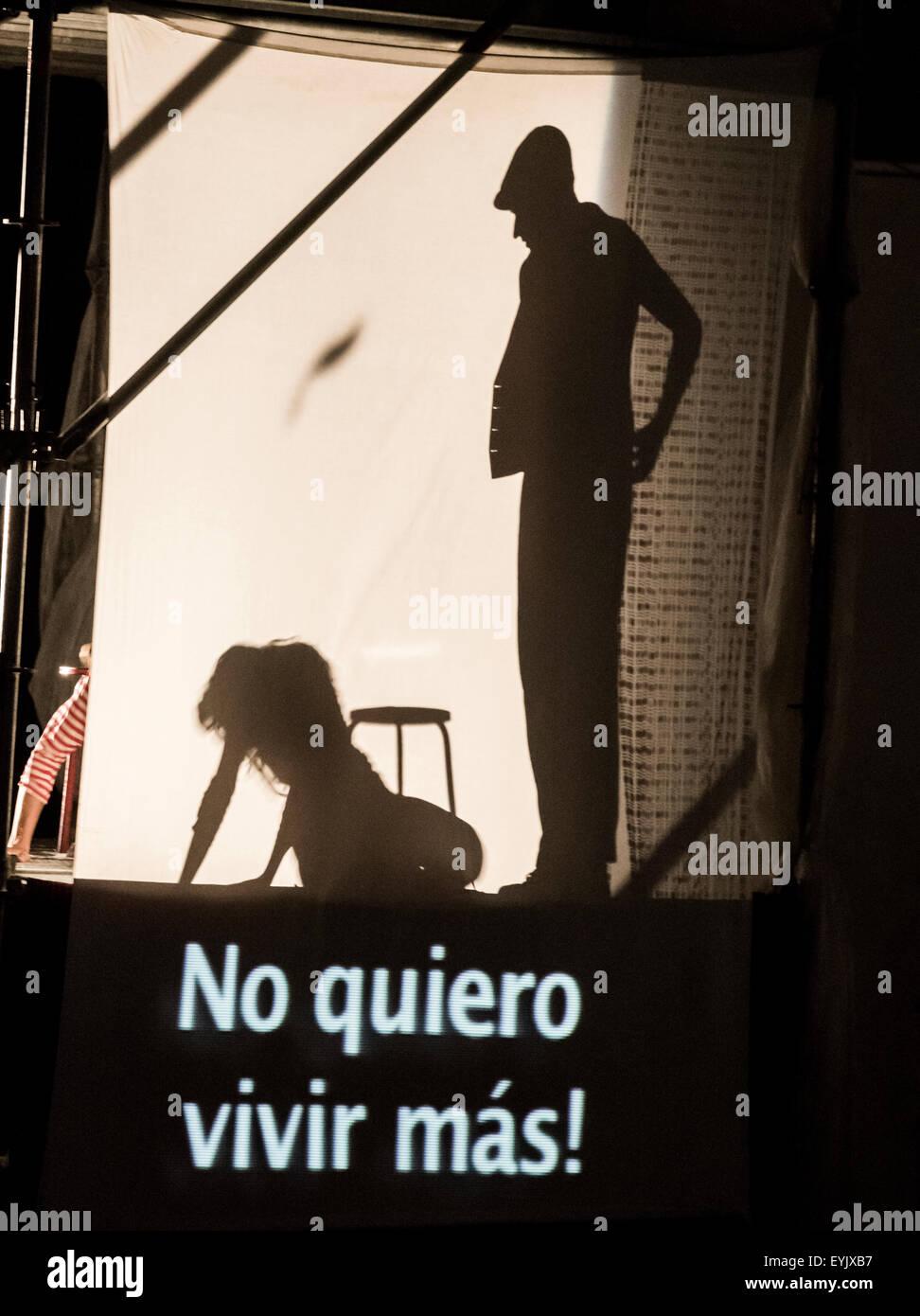 """Ondaturto Theatre Company aus Italien """"Felliniana"""", eine Hommage an den berühmten italienischen Regisseurs Stockbild"""
