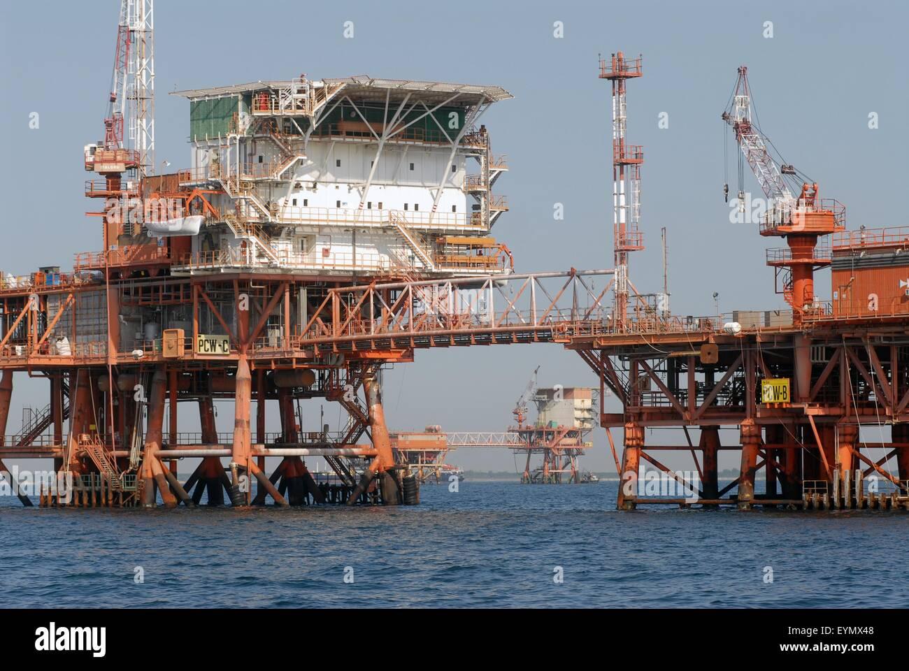 01/10/· Auf dem Errichterschiff arbeiten sie Hand in Hand: Die Aufmonteure, verantwortlich für die Installation der Windkraftanlagen, und die Schiffscrew.