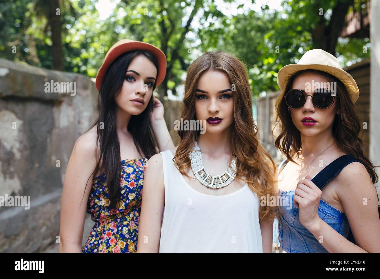 schöne Mädchen in der Stadt Stockbild