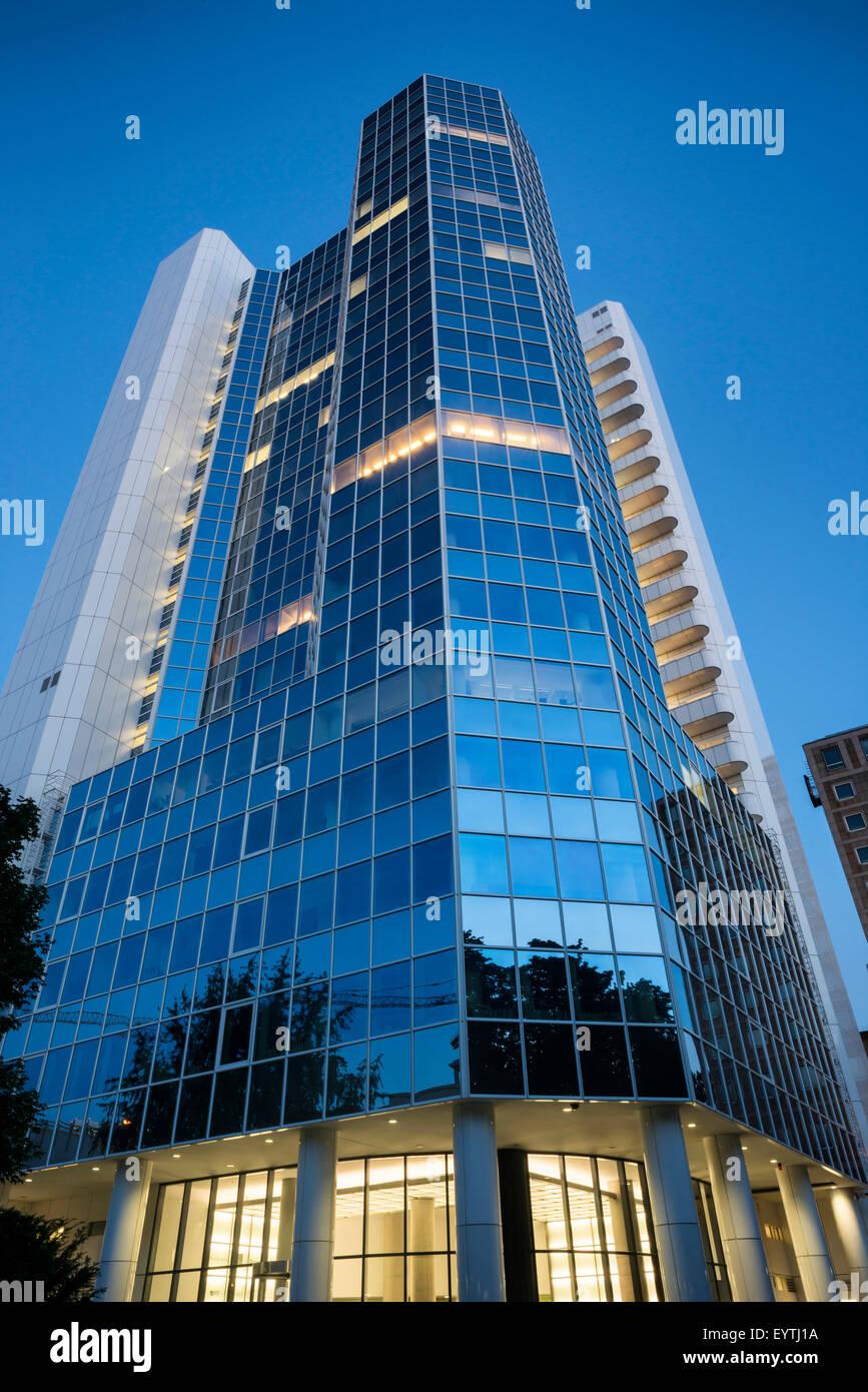 Deutschland, Hessen, Frankfurt, Citibank hoch steigen in der Abenddämmerung Stockbild