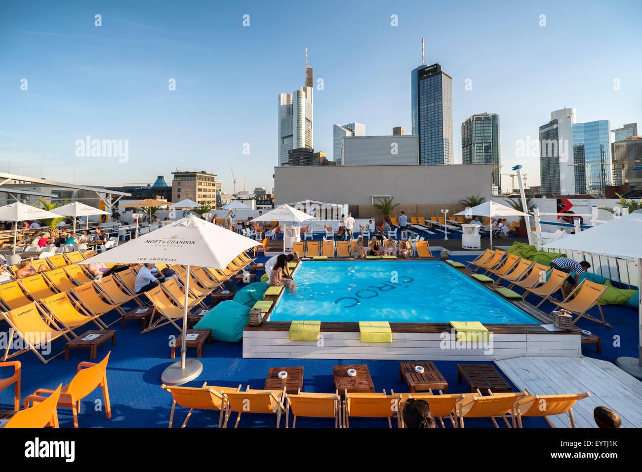 deutschland hessen frankfurt long island summer lounge auf dem dach des parkhaus b rse. Black Bedroom Furniture Sets. Home Design Ideas