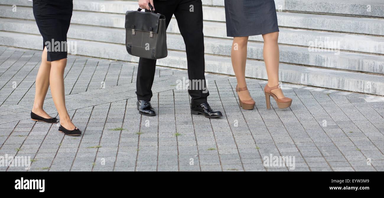 Beine von Geschäftsleuten Stockbild