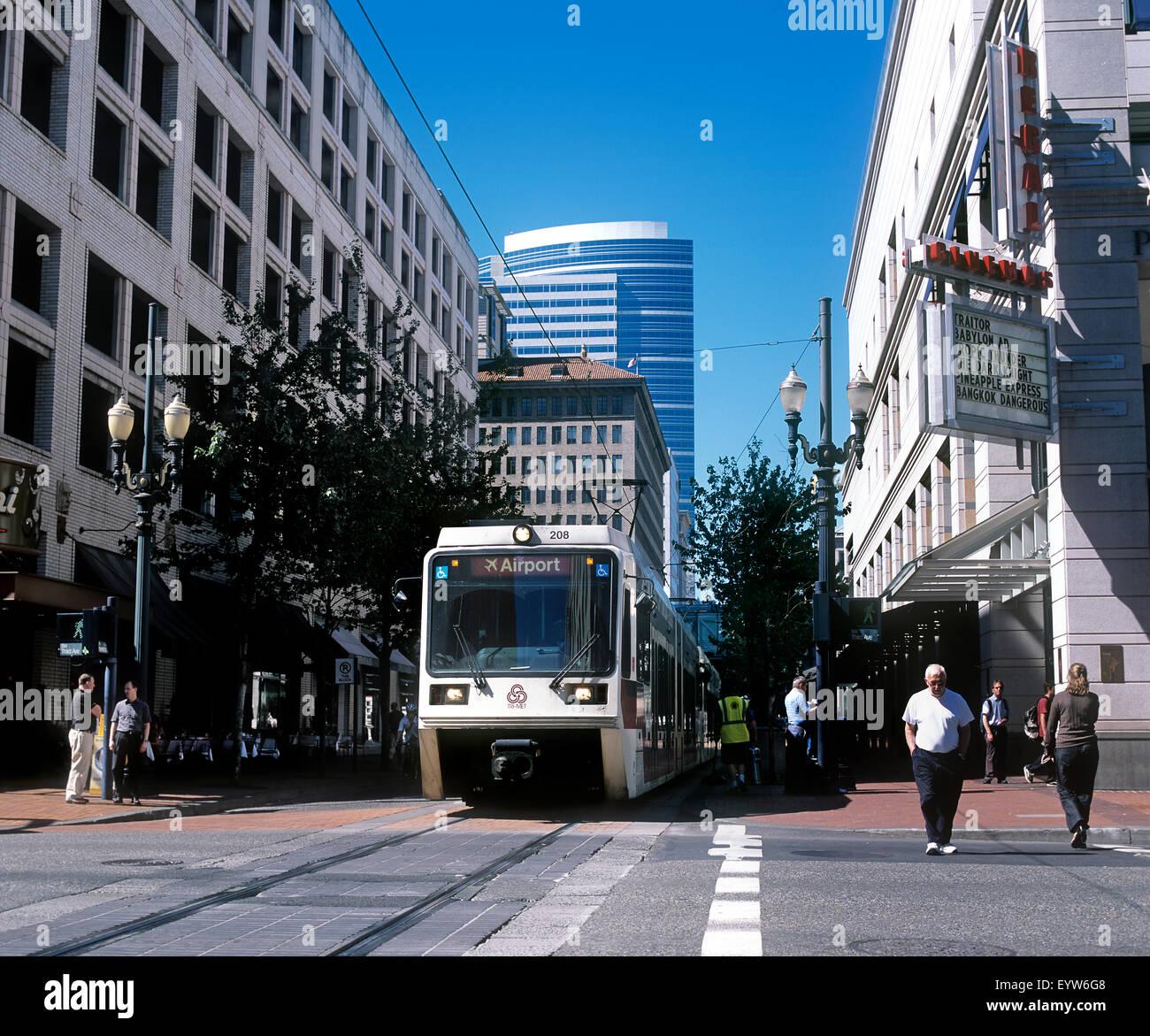 Portland Tri-Met Straßenbahn, South West Third Avenue, Innenstadt von Portland, Oregon, USA. Stockbild