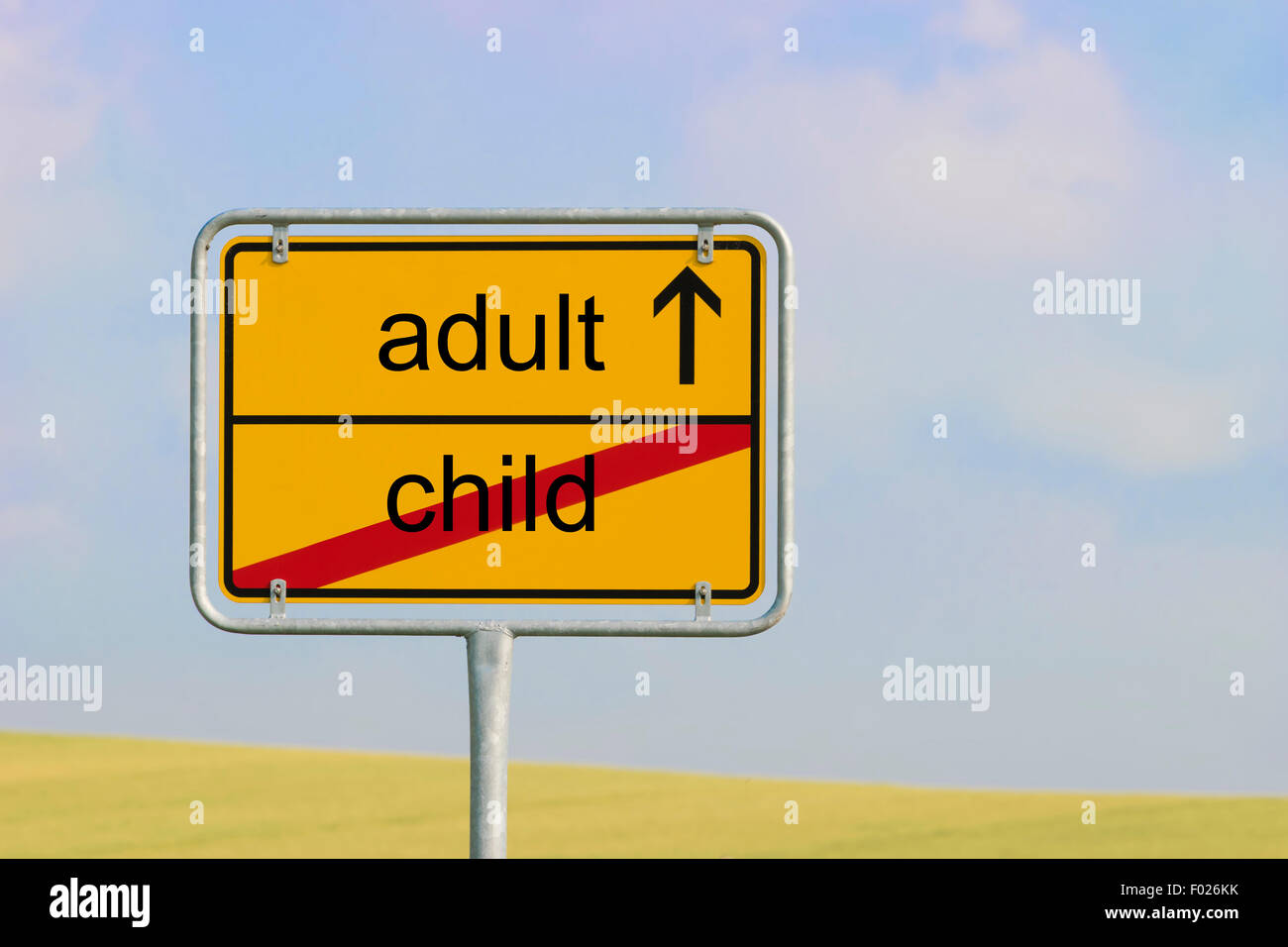 """Gelbe Ortstafel mit Text """"Kind-Erwachsener"""" Stockbild"""