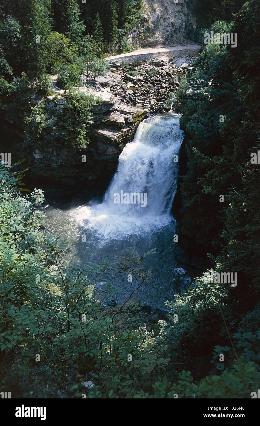 Doubs-Wasserfall (Saut du Doubs), Tal des Flusses Doubs, Jura Berge regionalen Naturpark (Parc Naturel regional Stockbild