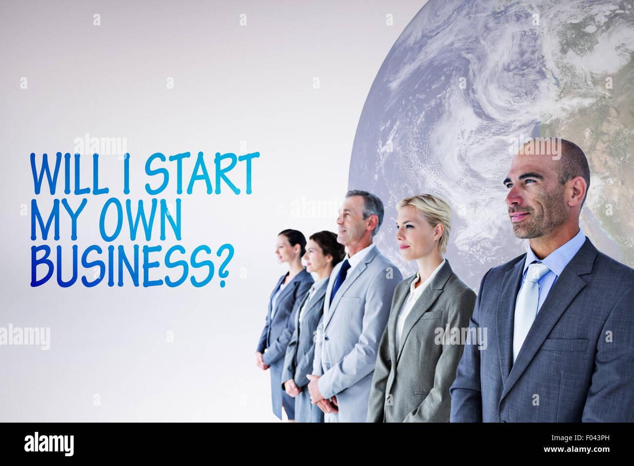 Zusammengesetztes Bild von Geschäftsleuten, die in einer Reihe Stockbild