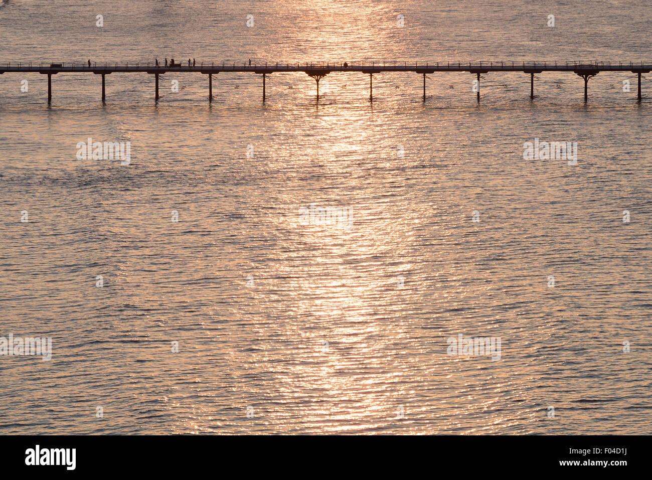 Sonnenuntergang über Saltburn Pier, North Yorkshire. Stockfoto