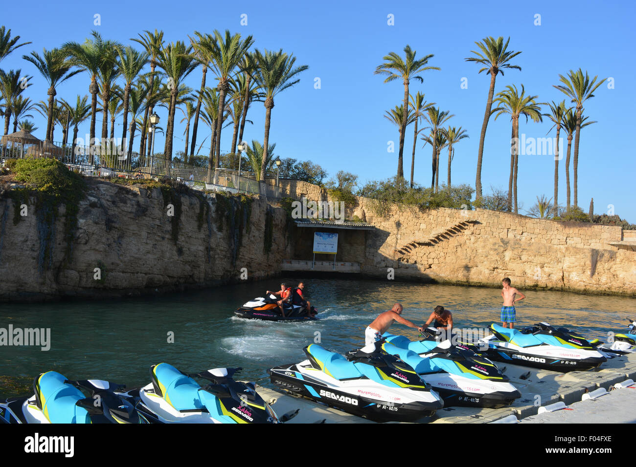 Jetskis mieten im Seebad Stadt Javea an der Costa Blanca, Spanien. Stockbild