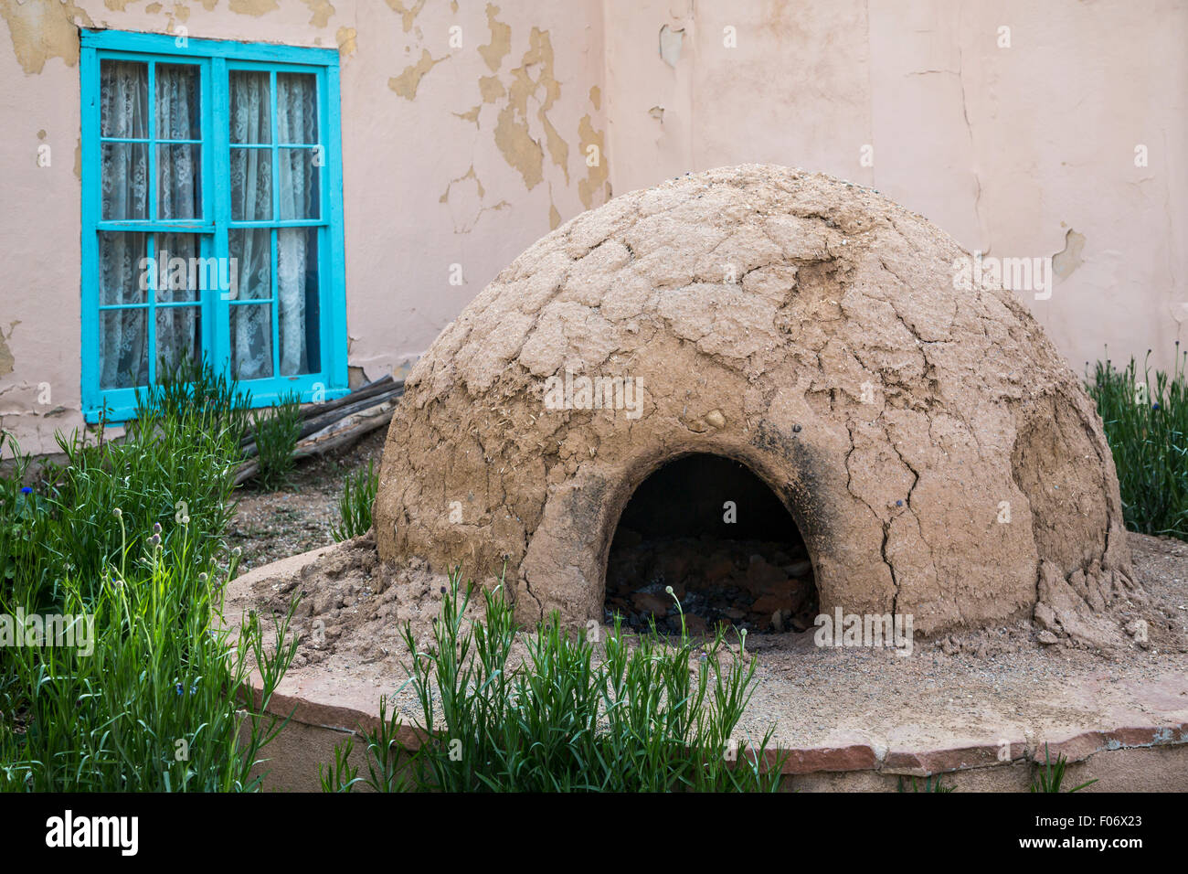 Ein Outdoor-Backofen in Taos, New Mexico, USA. Stockbild