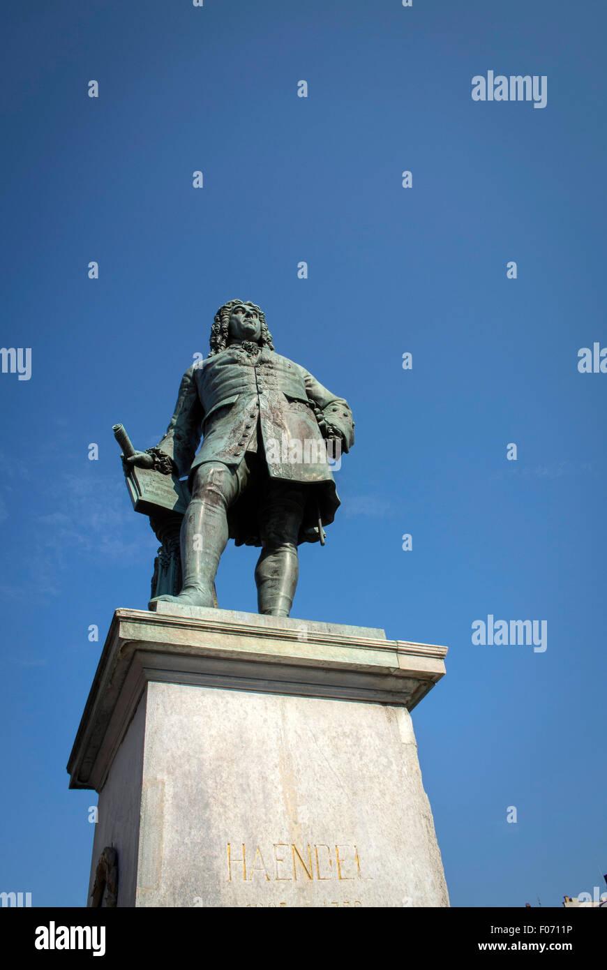 Halle, Deutschland ist der Geburtsort des Komponisten Georg Friedrich Händel. Eine Statue ist auf dem Marktplatz Stockbild