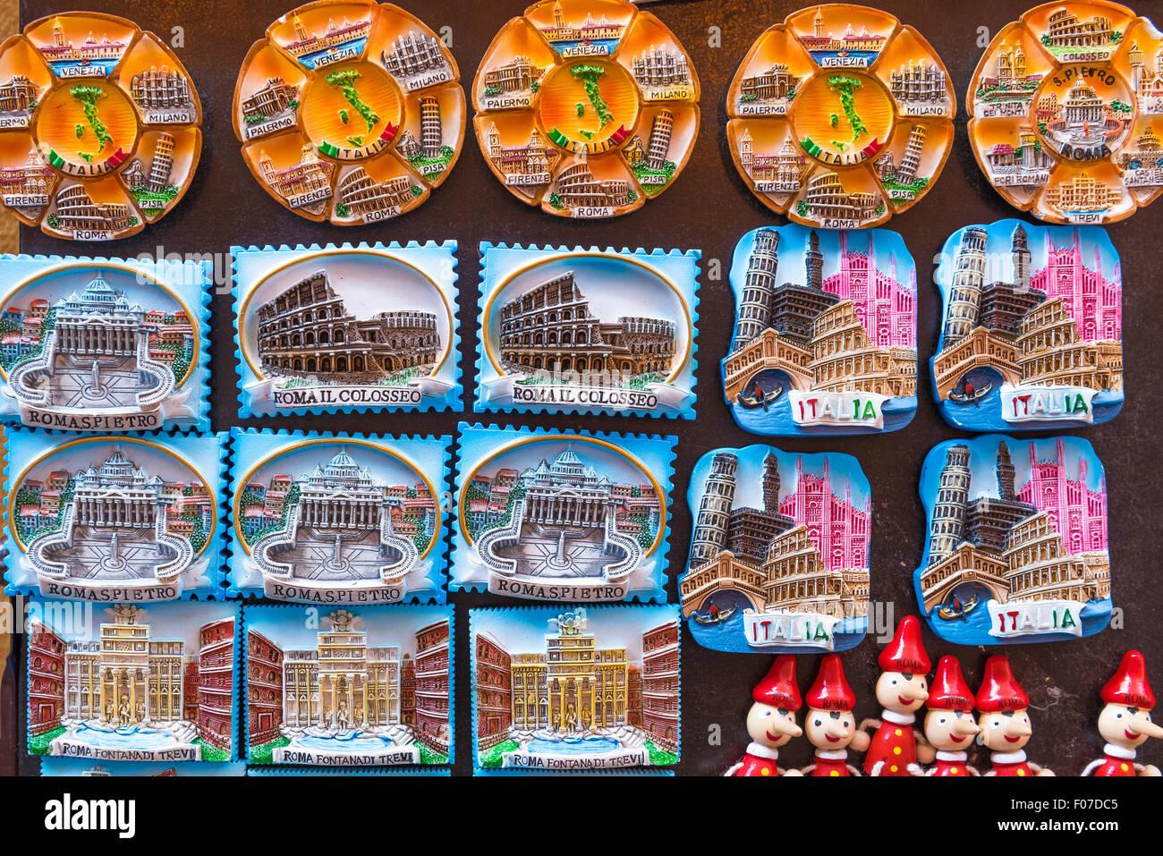 Rom, Souvenir-Kühlschrank-Magnete zum Verkauf vor einem Geschäft ...