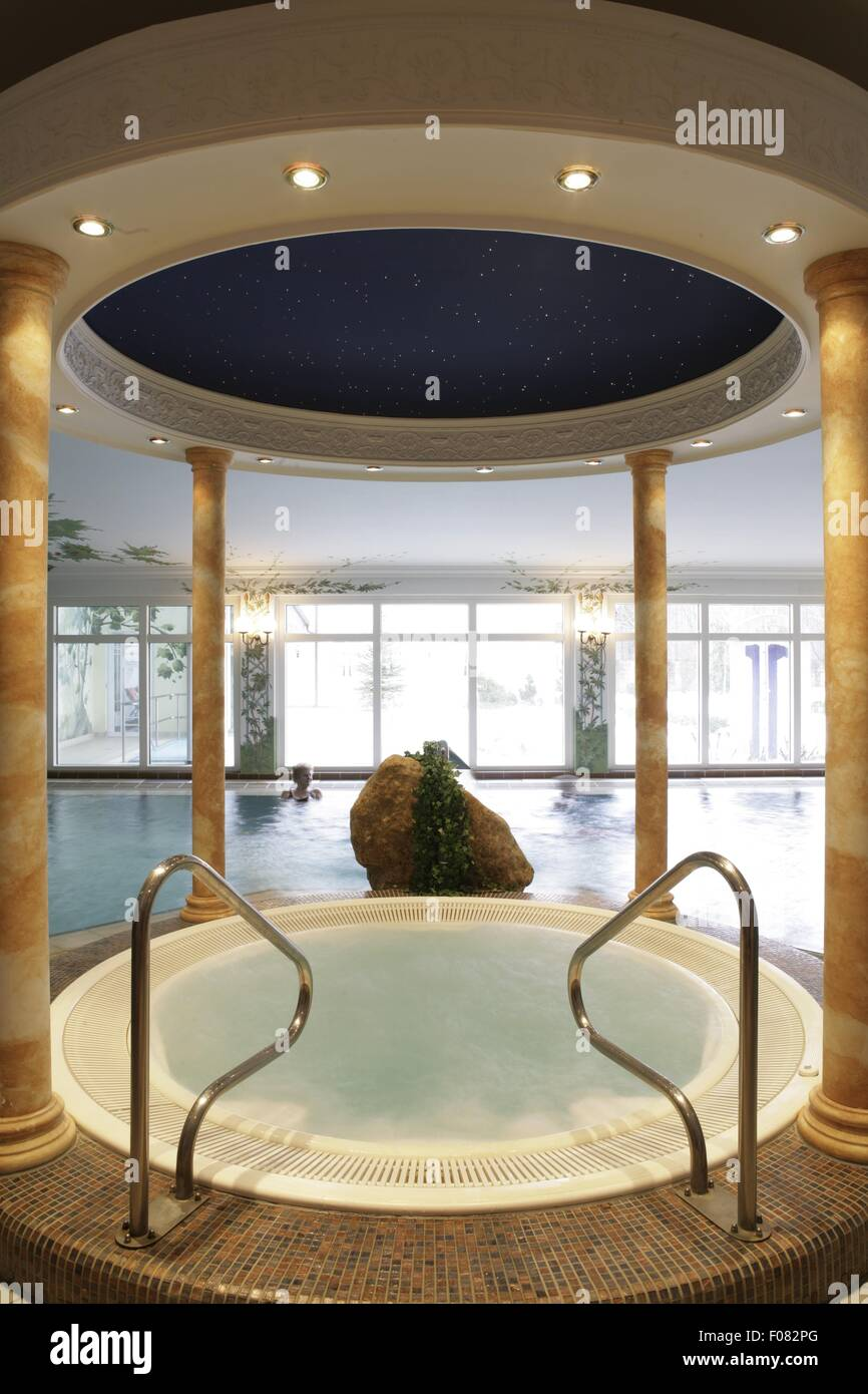 Schwimmbad in Thermal Spa & Romantik Hotel Am Mühlbach, Deutschland Stockbild