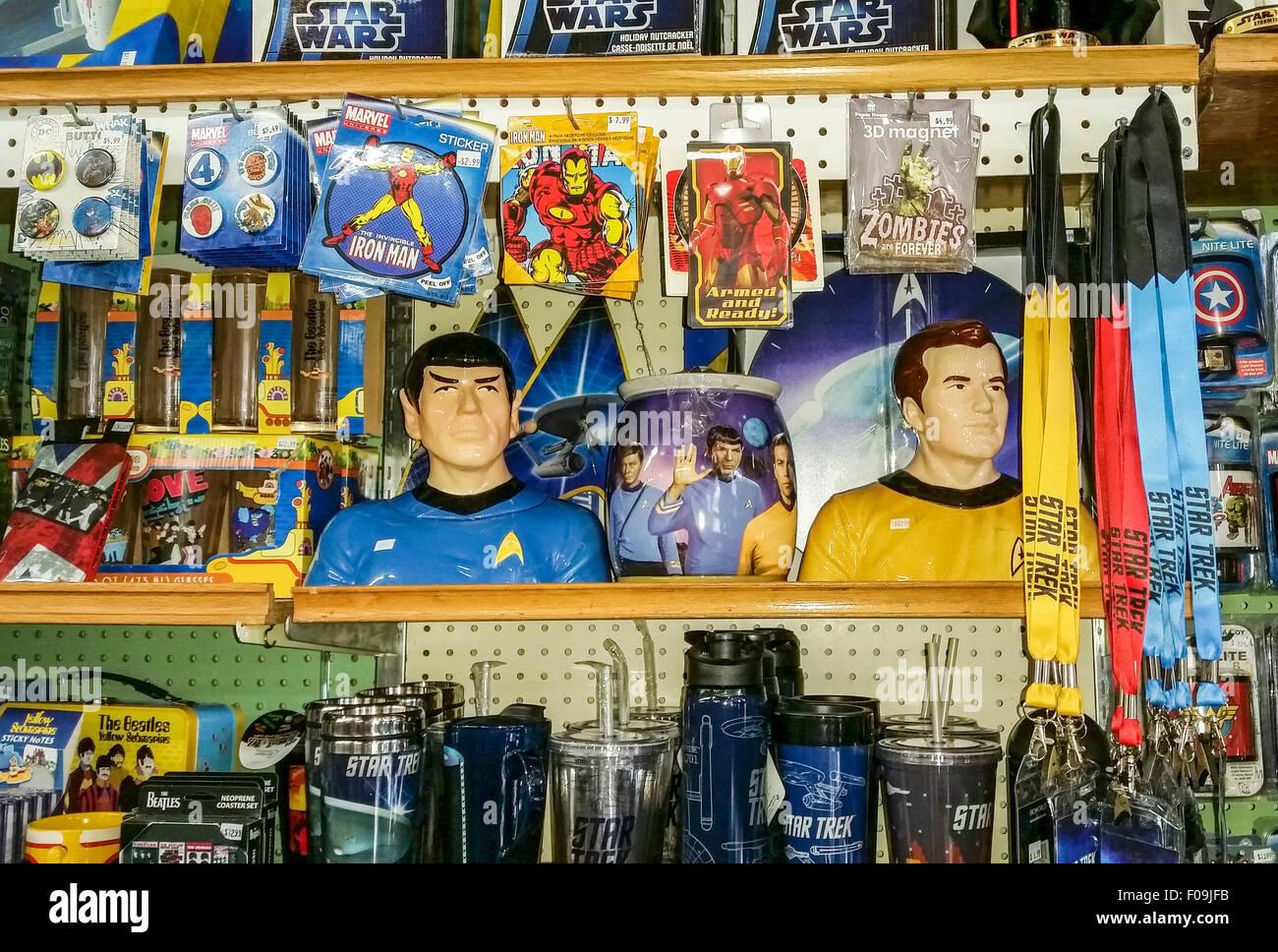Nostalgische Andenken einschließlich der alten Zeit-super-Helden-Lunch-Boxen und StarTrek Erinnerungsstücke Stockbild