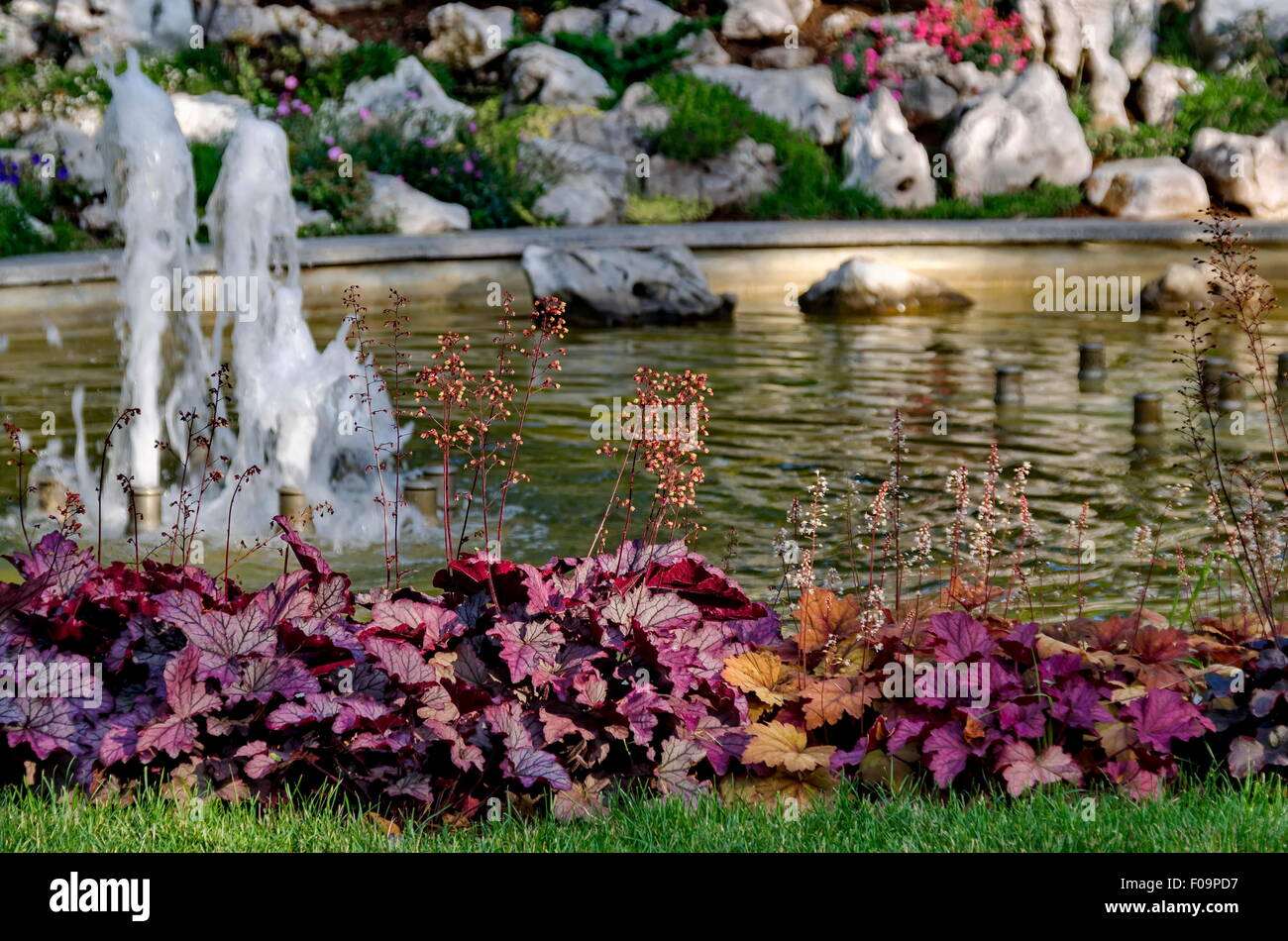 Steingarten Mit Springbrunnen: Saulenbrunnen