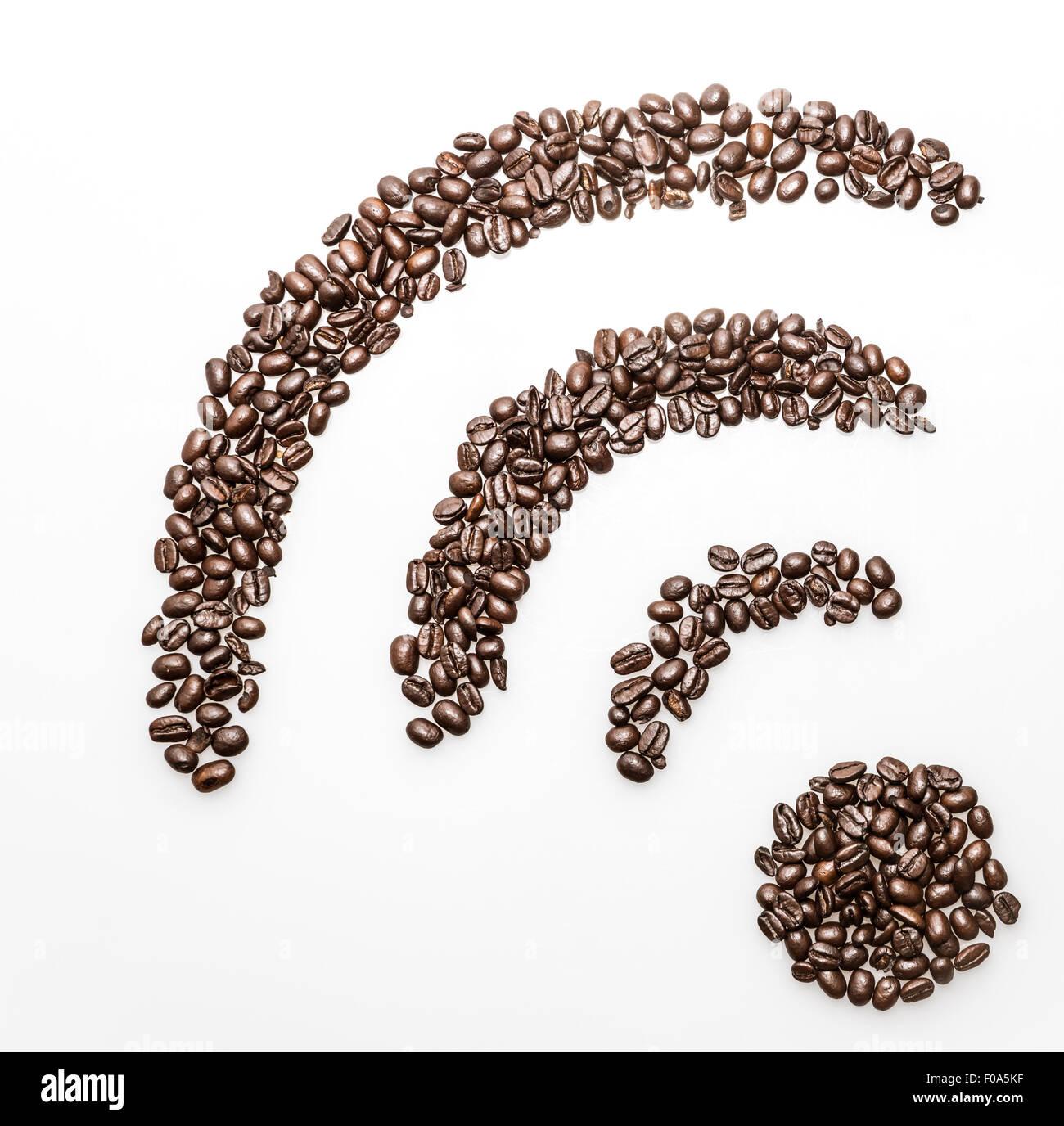 WiFi Internet Verbindungssymbol gemacht mit Kaffeebohnen Stockfoto ...