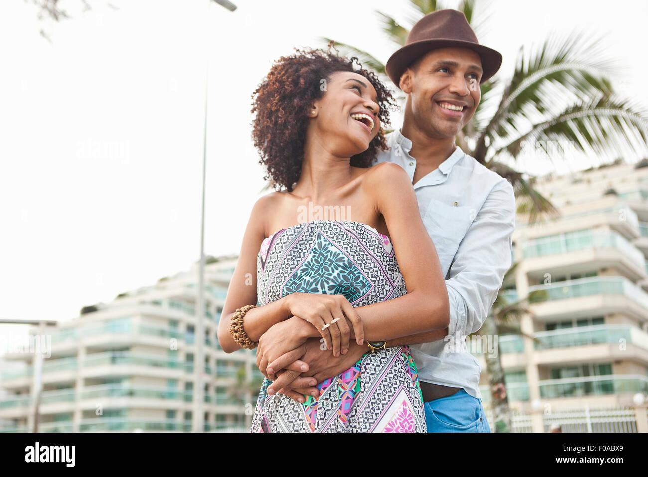 Paar vor Hotel, Rio De Janeiro, Brasilien Stockfoto