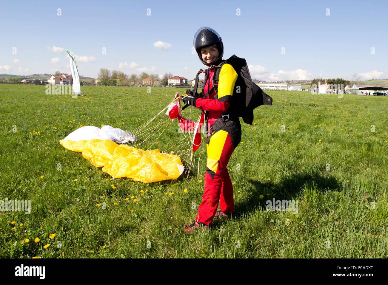 Glücklich Fallschirmspringer nach Klick Stockbild