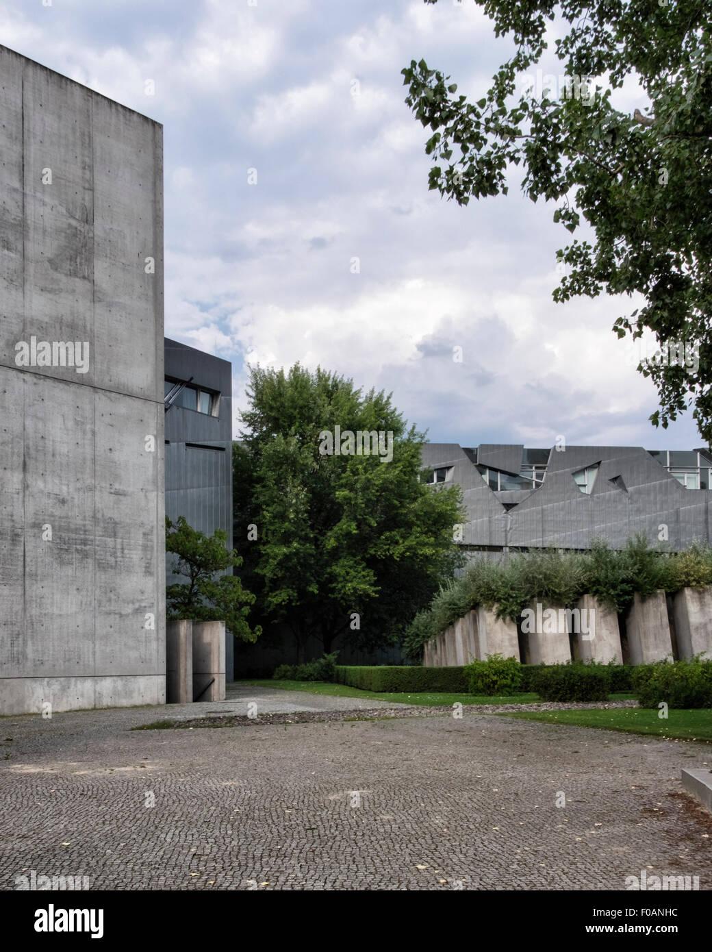 Berlin Jüdisches Museum Jüdisches Museum Neubau außen, Garten des ...