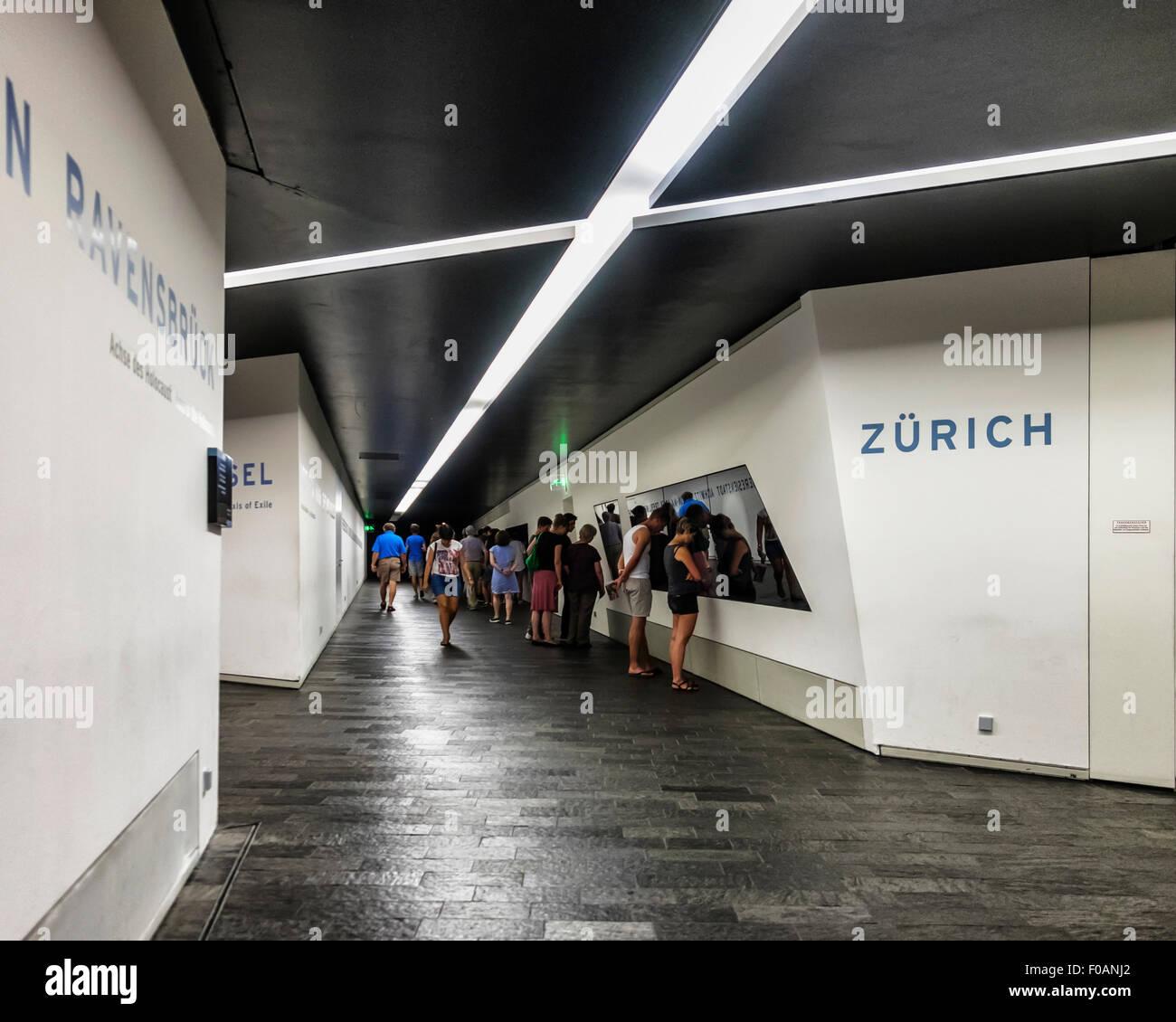 Berlin Jüdisches Museum Jüdisches Museum Neubau Innenraum - Menschen ...