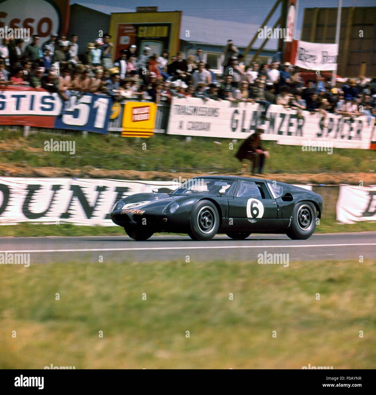 Le Mans 16. Juni 1963. Richard Attwood, David Hobbs Lola Mk.6 GT Ford. Stockbild
