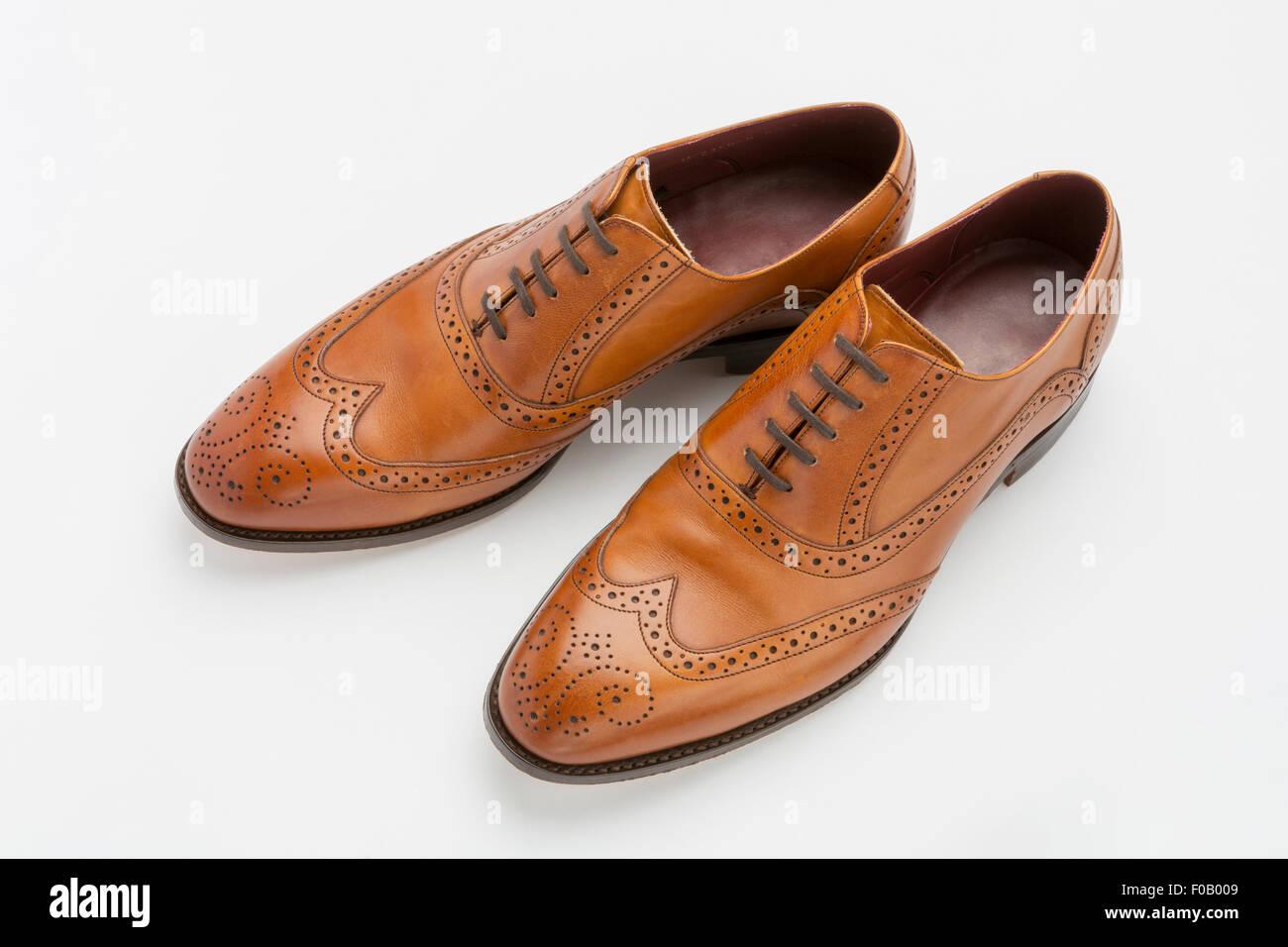 Paar englische Full Brogue Brown Schuhe isoliert auf einem
