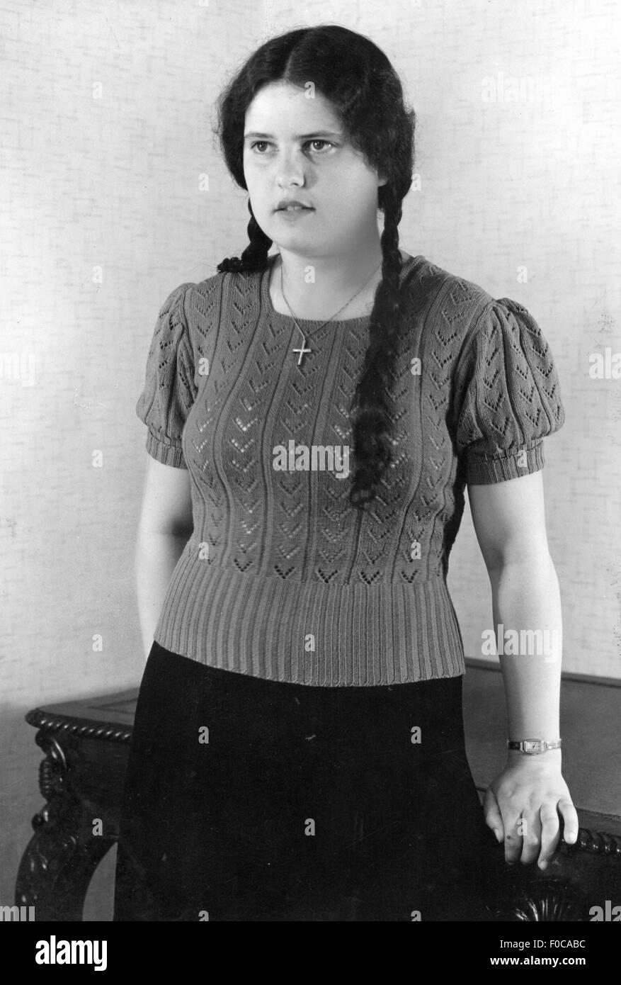 Mode 1930er Jahre Frau Mit Gestrickten Pullover Circa 1930