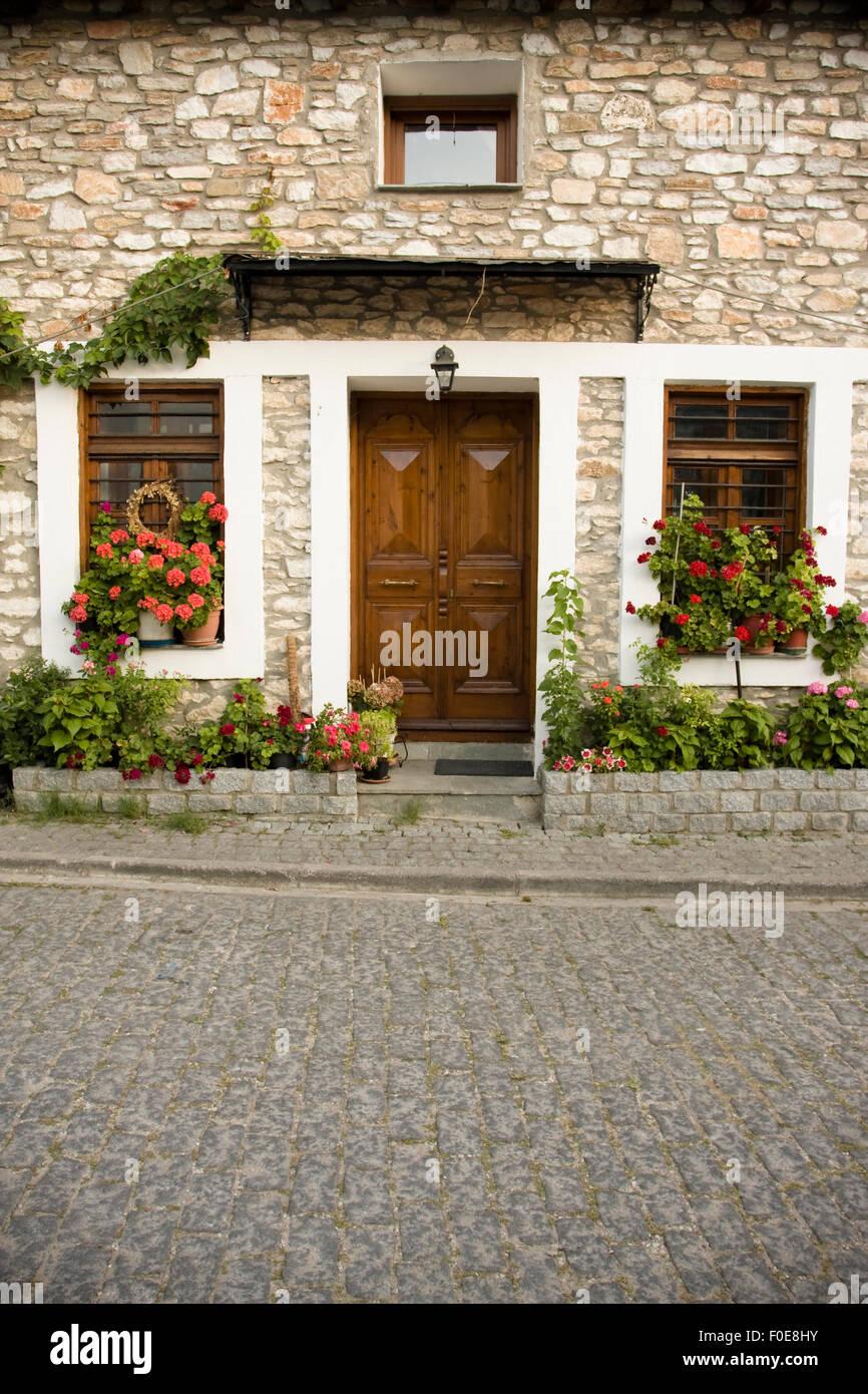 Schones Hauseingang Mit Vielen Blumen Und Pflanzen Stockfoto Bild