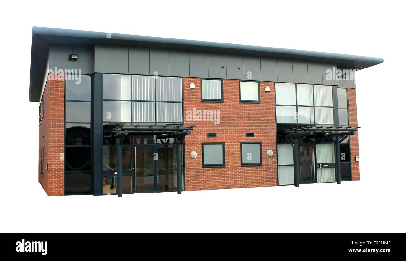 Leere Bürogebäude auf einem Gewerbegebiet isoliert auf einem weißen Hintergrund. Stockbild