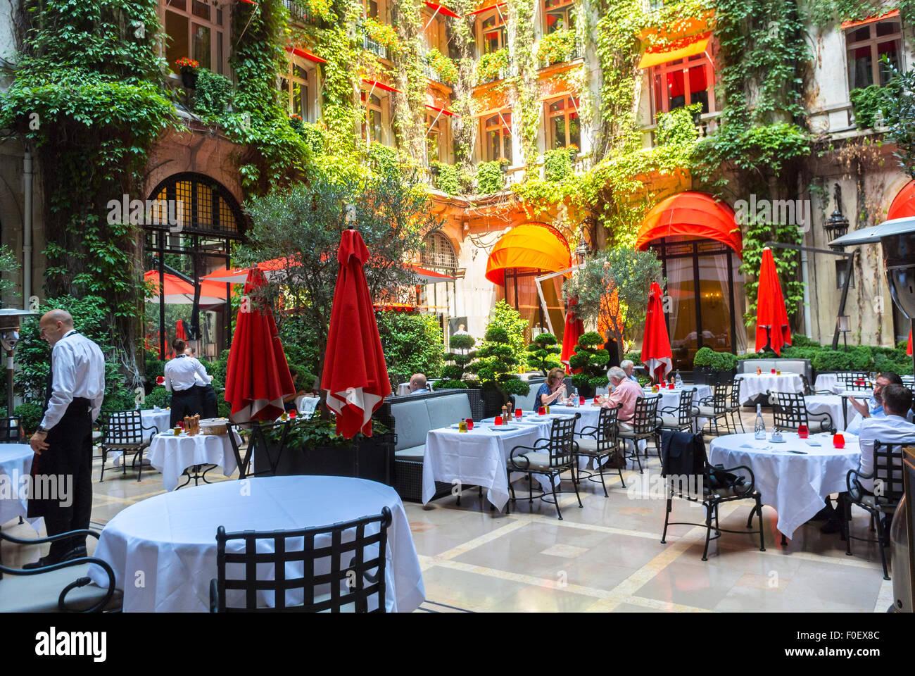 Luxus garten  Paris, Frankreich, Luxus, Garten Terrasse, französisches Bistro ...