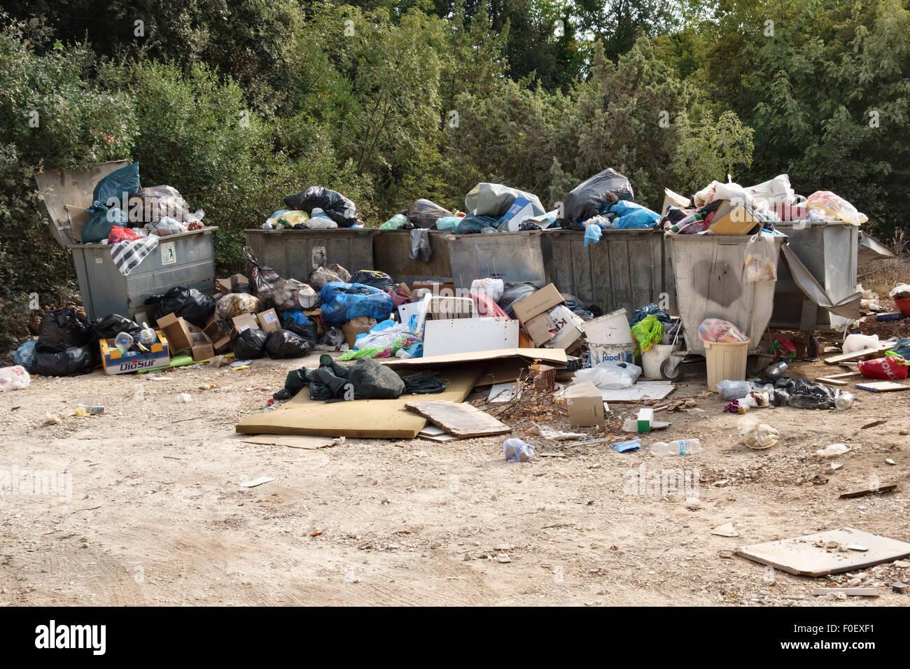 Istrien, Kroatien. Die Müllkippe Dorf in einer ländlichen Gegend, wo wöchentlich Müll gesammelt Stockbild