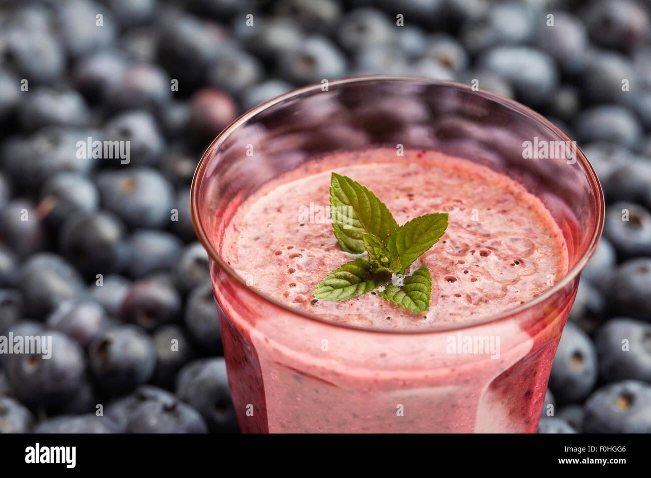 Heidelbeer-Smoothie. Stockbild