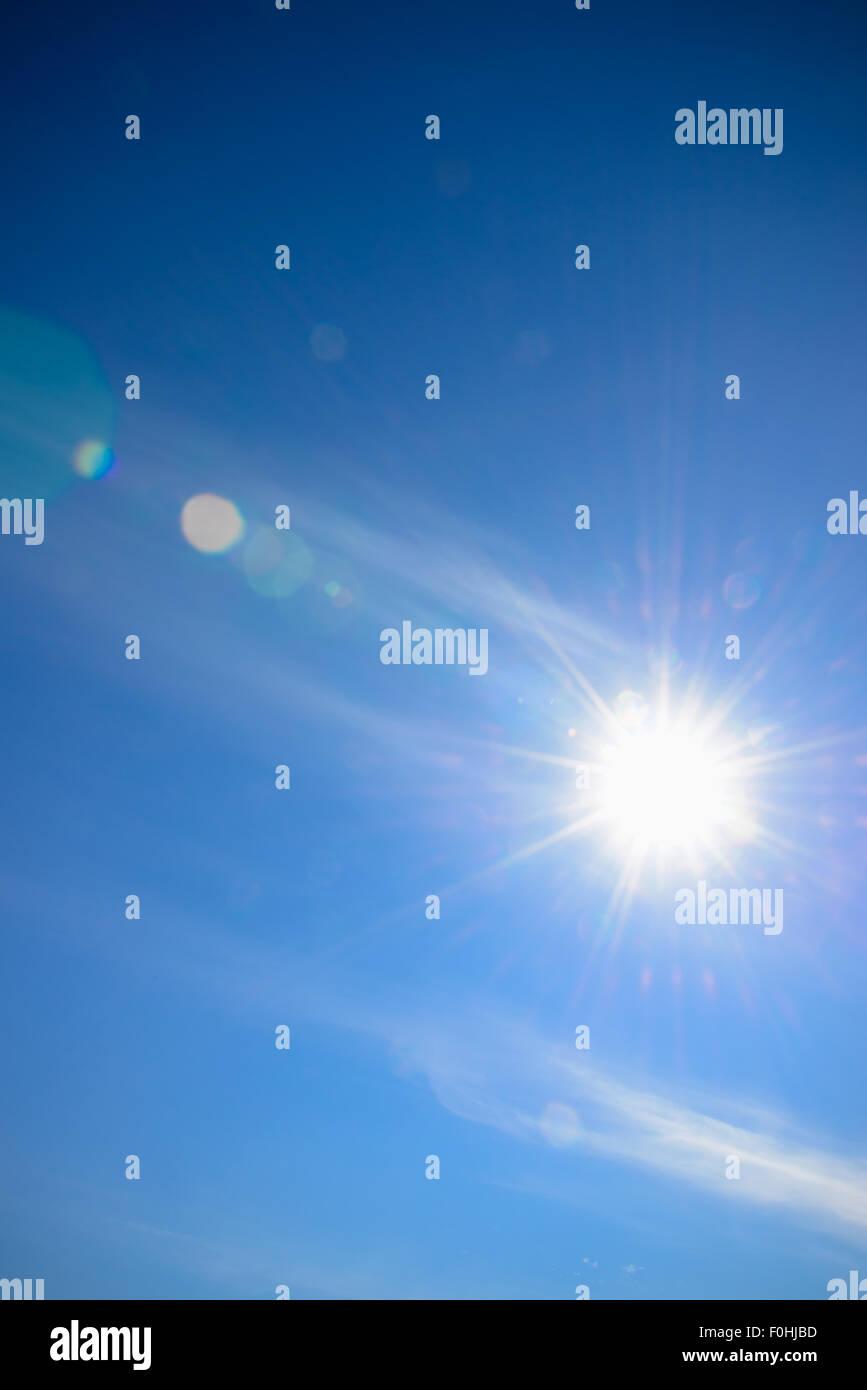 Sonne und Himmel mit Lens flare Hintergrund Stockbild