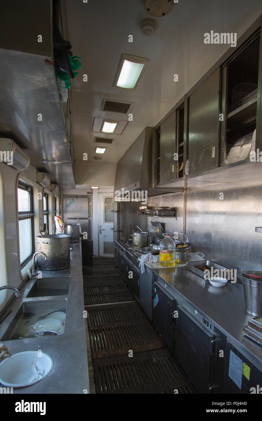 Kitchen Of A Train Restaurant Stockfotos & Kitchen Of A Train ...