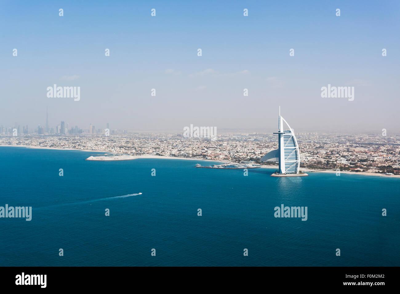 Küste mit Burj Al Arab, Dubai, Vereinigte Arabische Emirate Stockbild