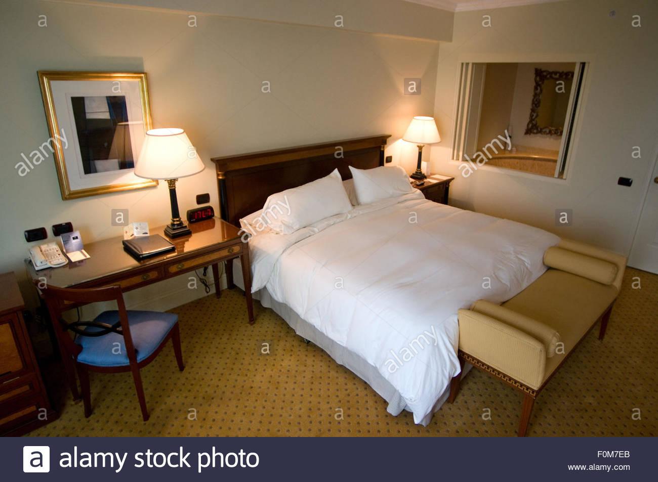 Innenansicht eines der Zimmer der Miraflores Park Hotel Kette Orient ...