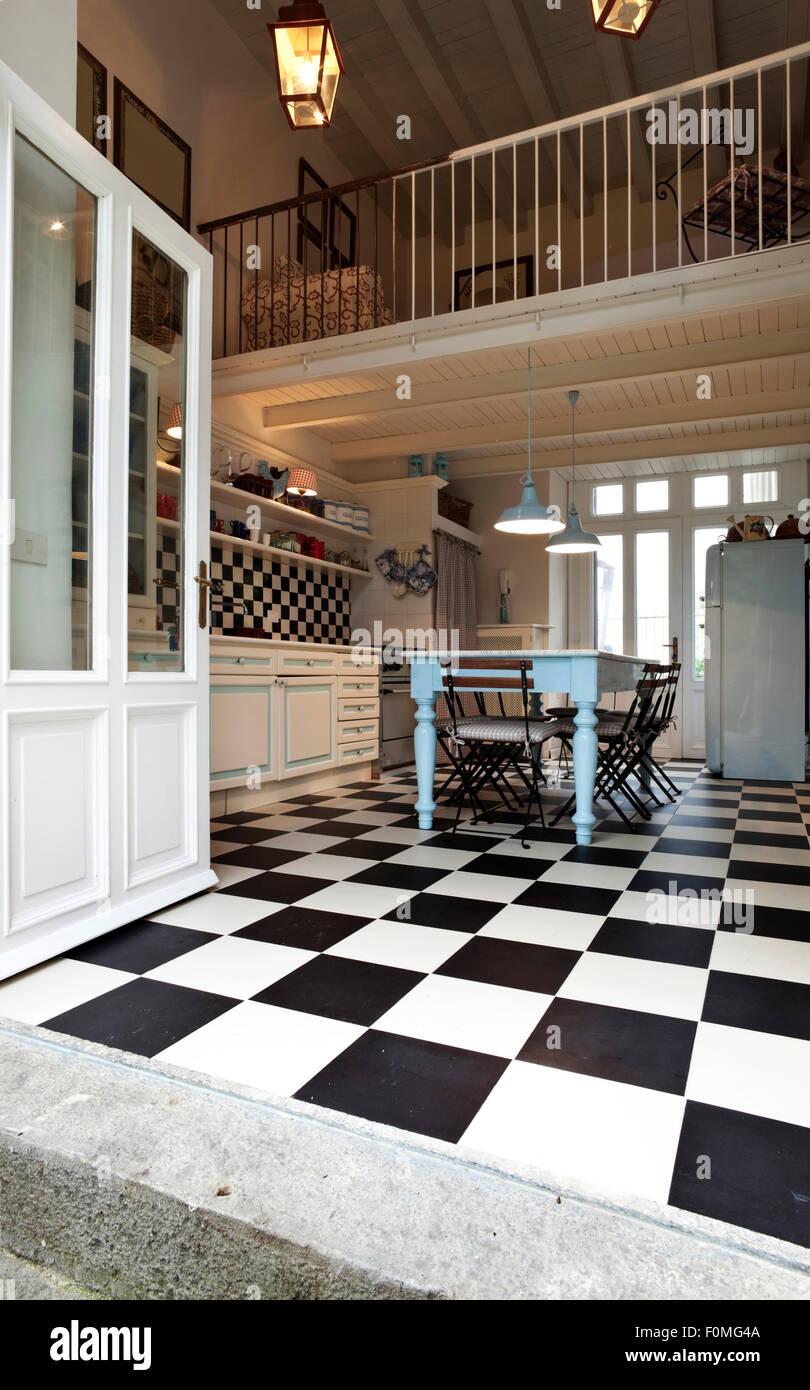 Schachbrett Boden, Küche Interieur Stockfoto, Bild: 86503546 ...