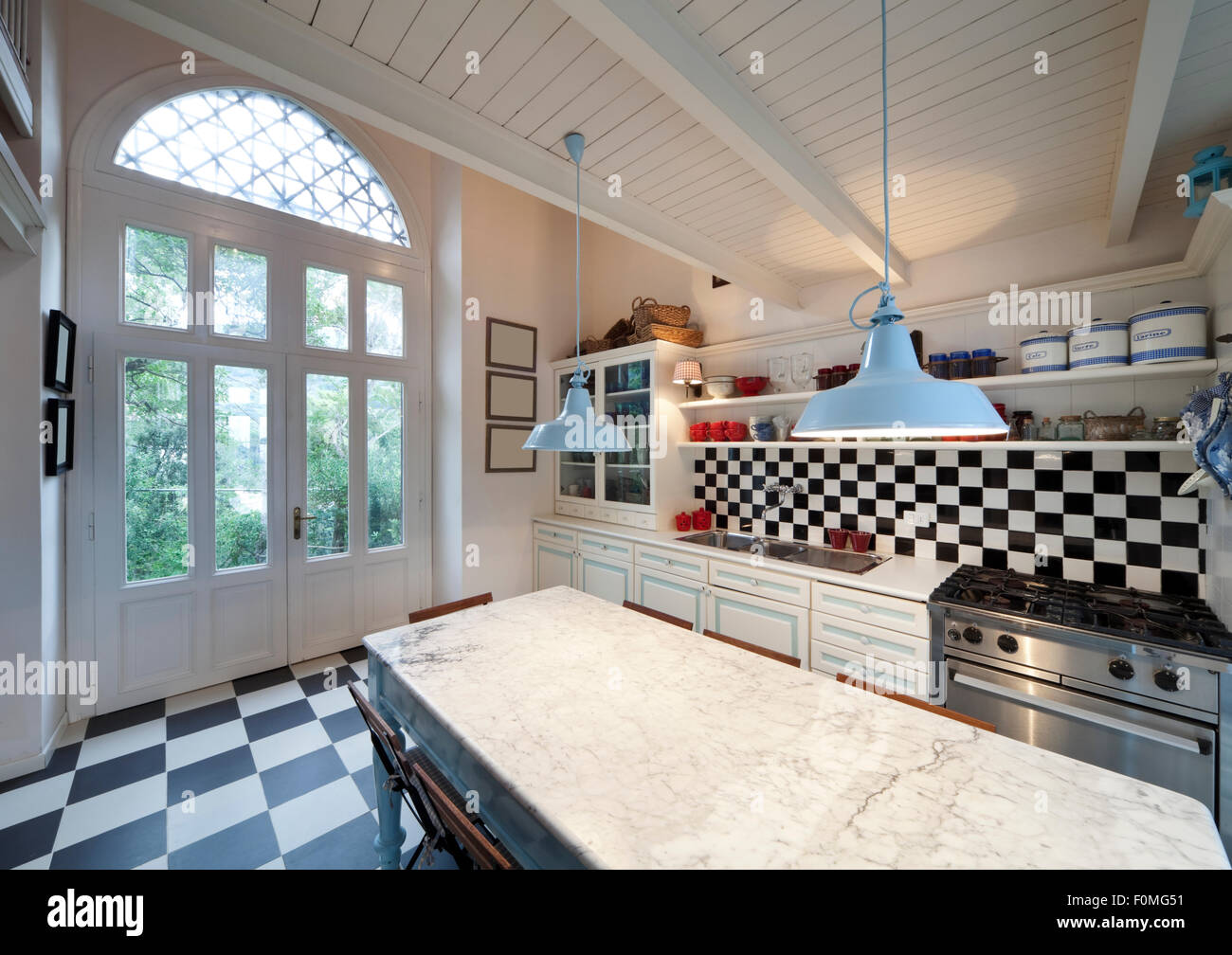 Schachbrett Boden, Küche Interieur Stockfoto, Bild: 86503565 - Alamy