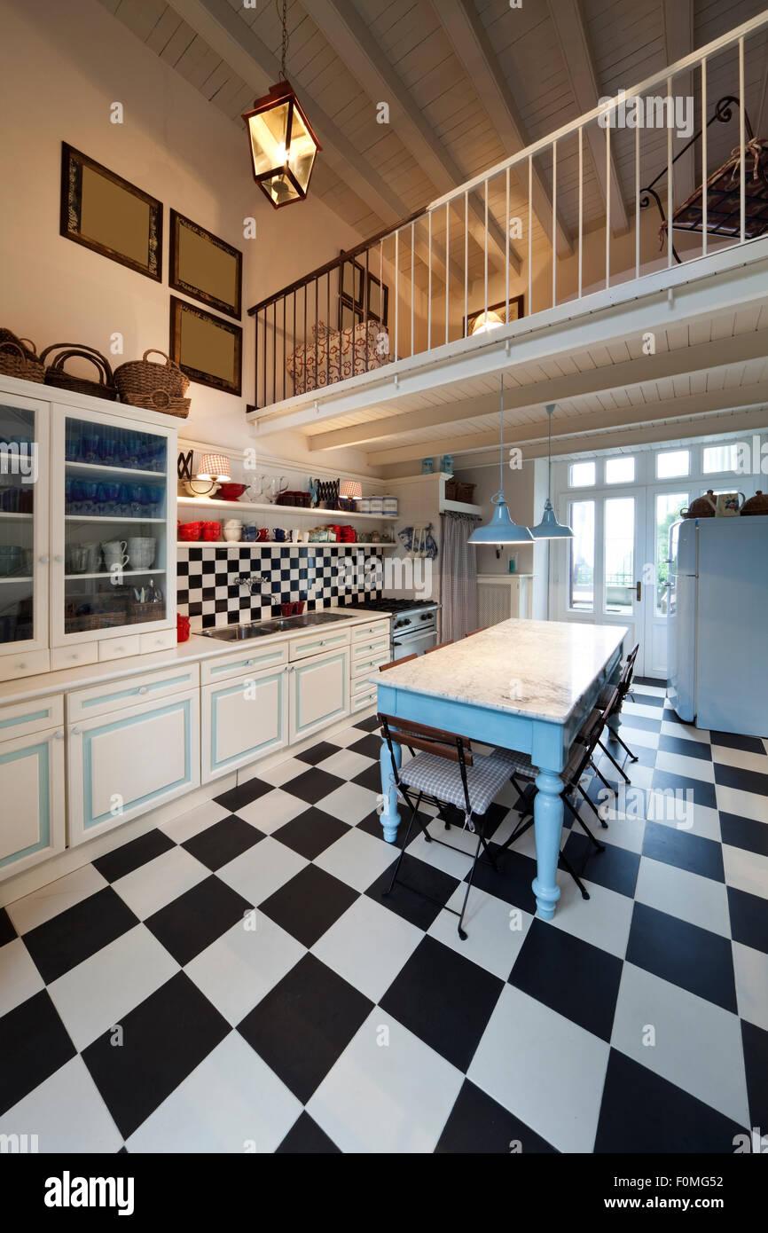 Schachbrett Boden, Küche Interieur Stockfoto, Bild: 86503566 - Alamy