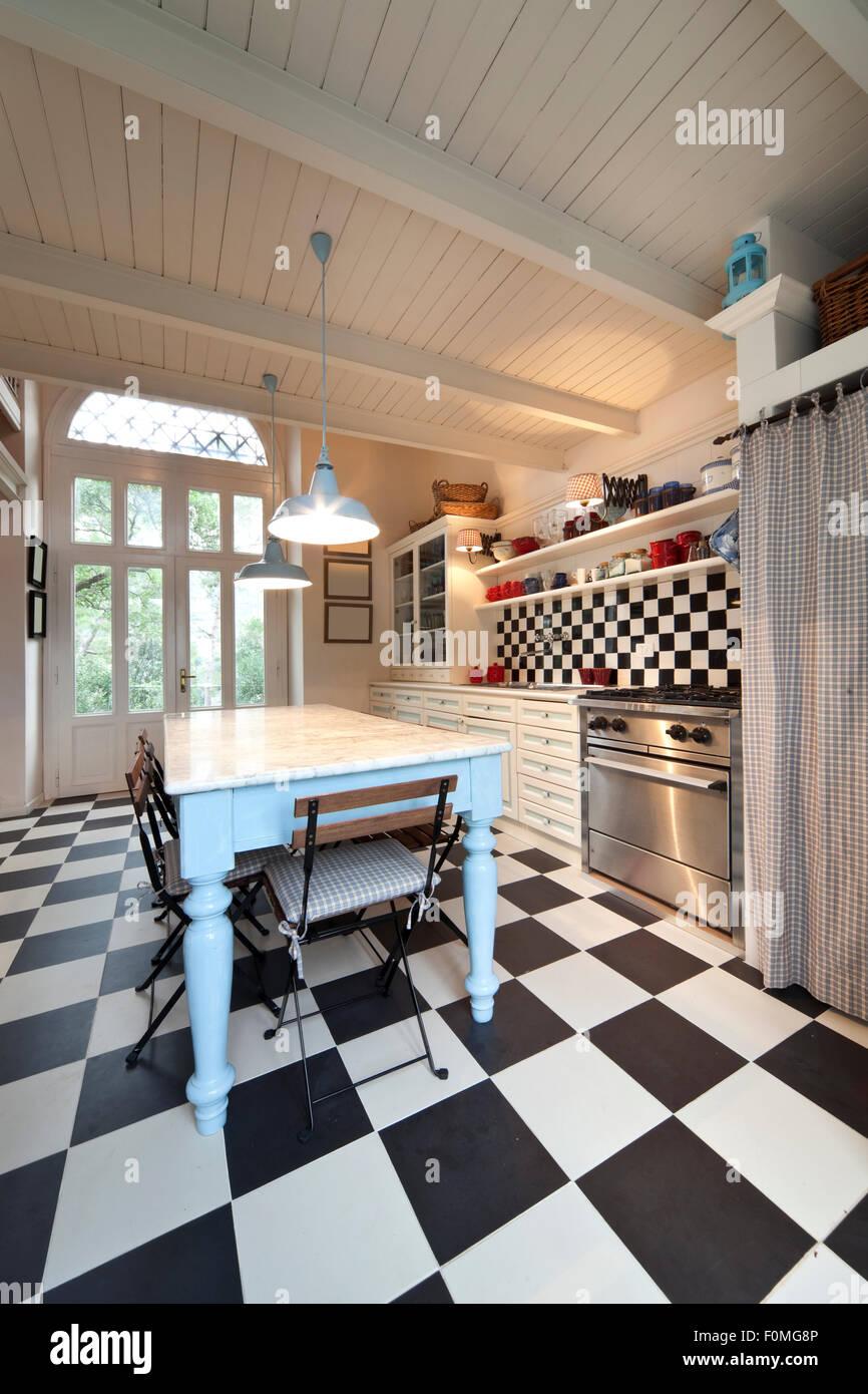 schachbrett boden k che interieur stockfoto bild 86503670 alamy. Black Bedroom Furniture Sets. Home Design Ideas