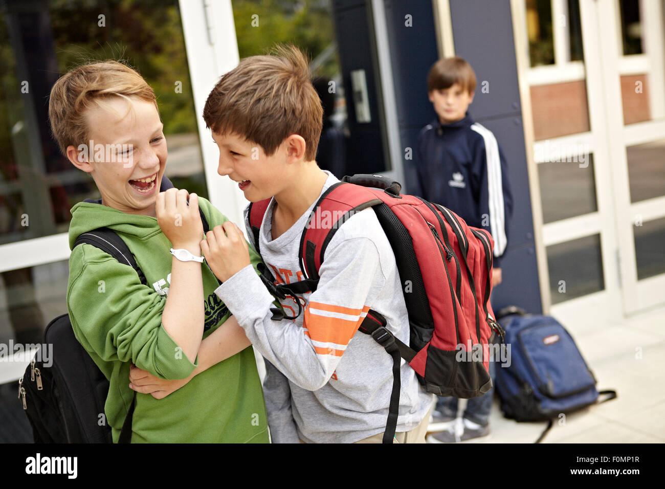 Schüler, die gemobbt Stockbild