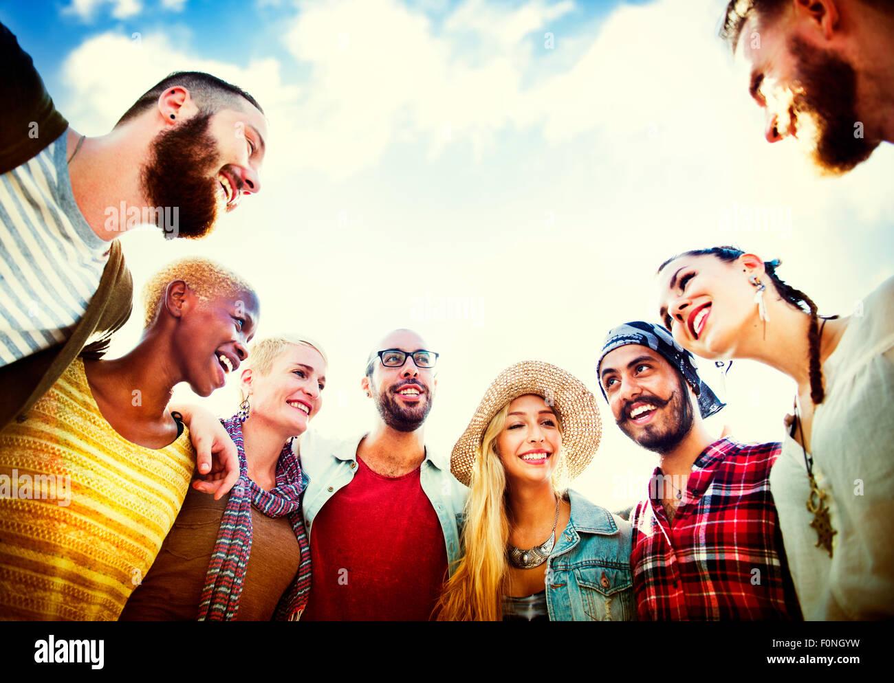 Freunde Freundschaft Freizeit Urlaub miteinander Spaß Konzept Stockbild