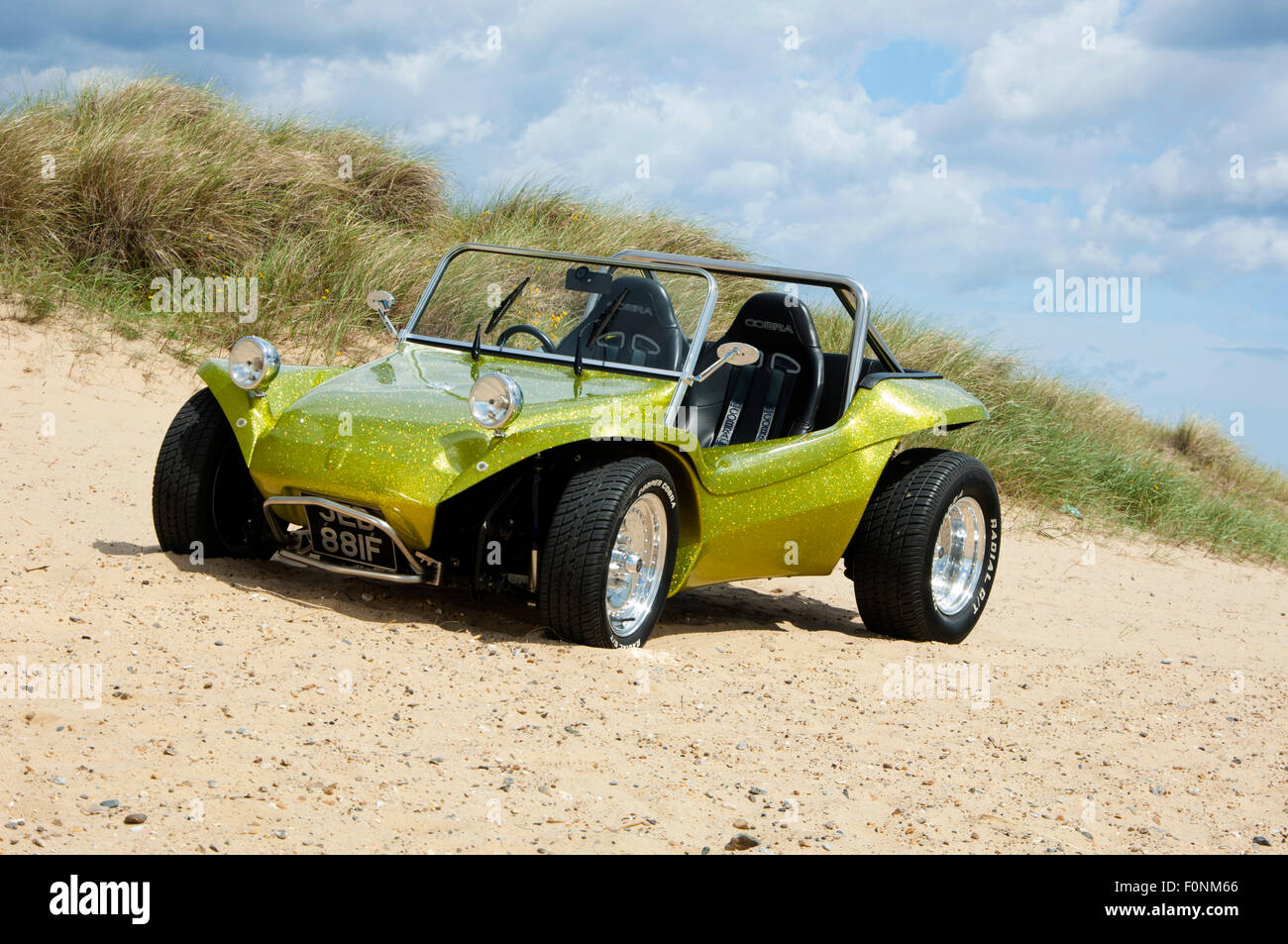 strandbuggy an einem sandstrand vw k fer basis dune buggy auto stockfoto bild 86528686 alamy. Black Bedroom Furniture Sets. Home Design Ideas
