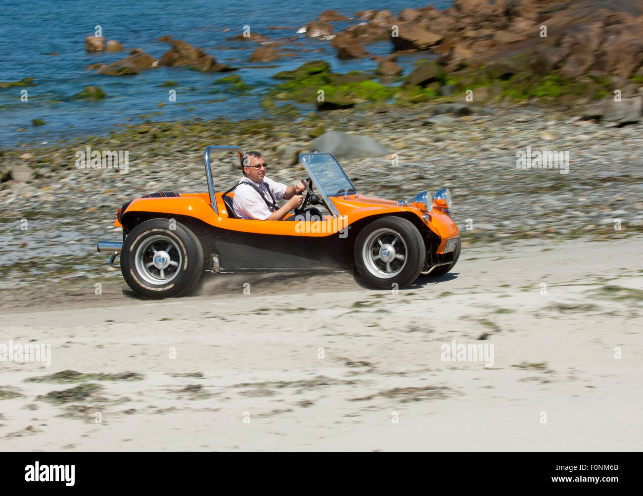 strandbuggy an einem sandstrand vw k fer basis dune buggy auto stockfoto bild 86528691 alamy. Black Bedroom Furniture Sets. Home Design Ideas