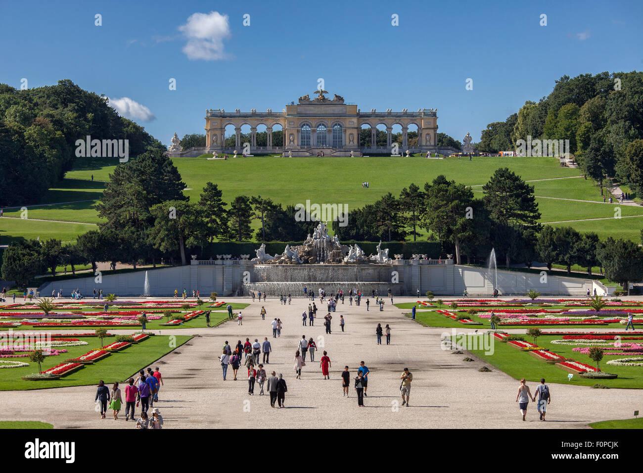 Gloriette Gebäude im Schlosspark Schloss Schoenbrunn Palast, UNESCO Weltkulturerbe, Wien, Austria, Europe Stockfoto