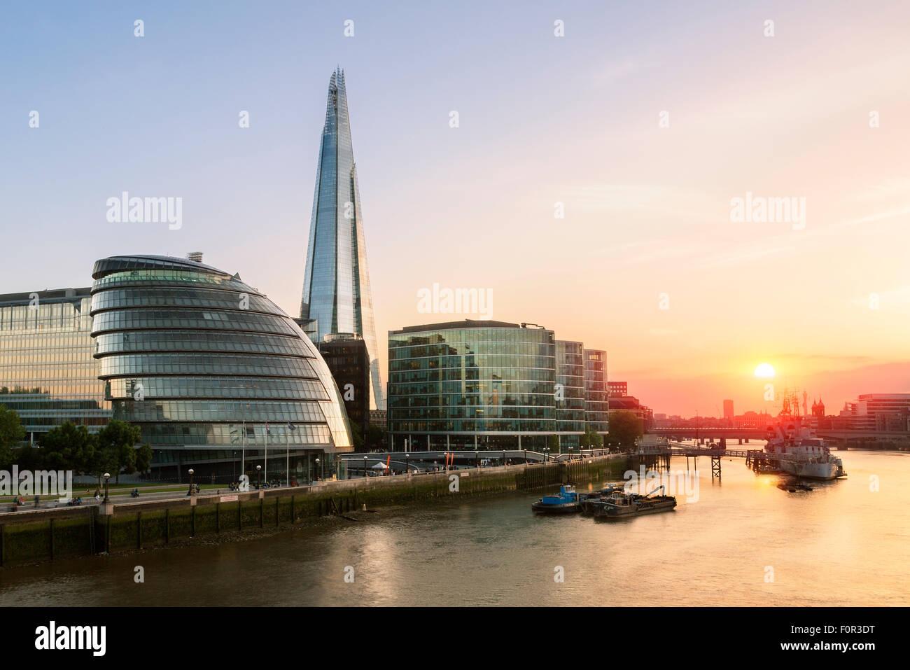 London, Shard London Bridge und London City Hall bei Sonnenuntergang Stockbild