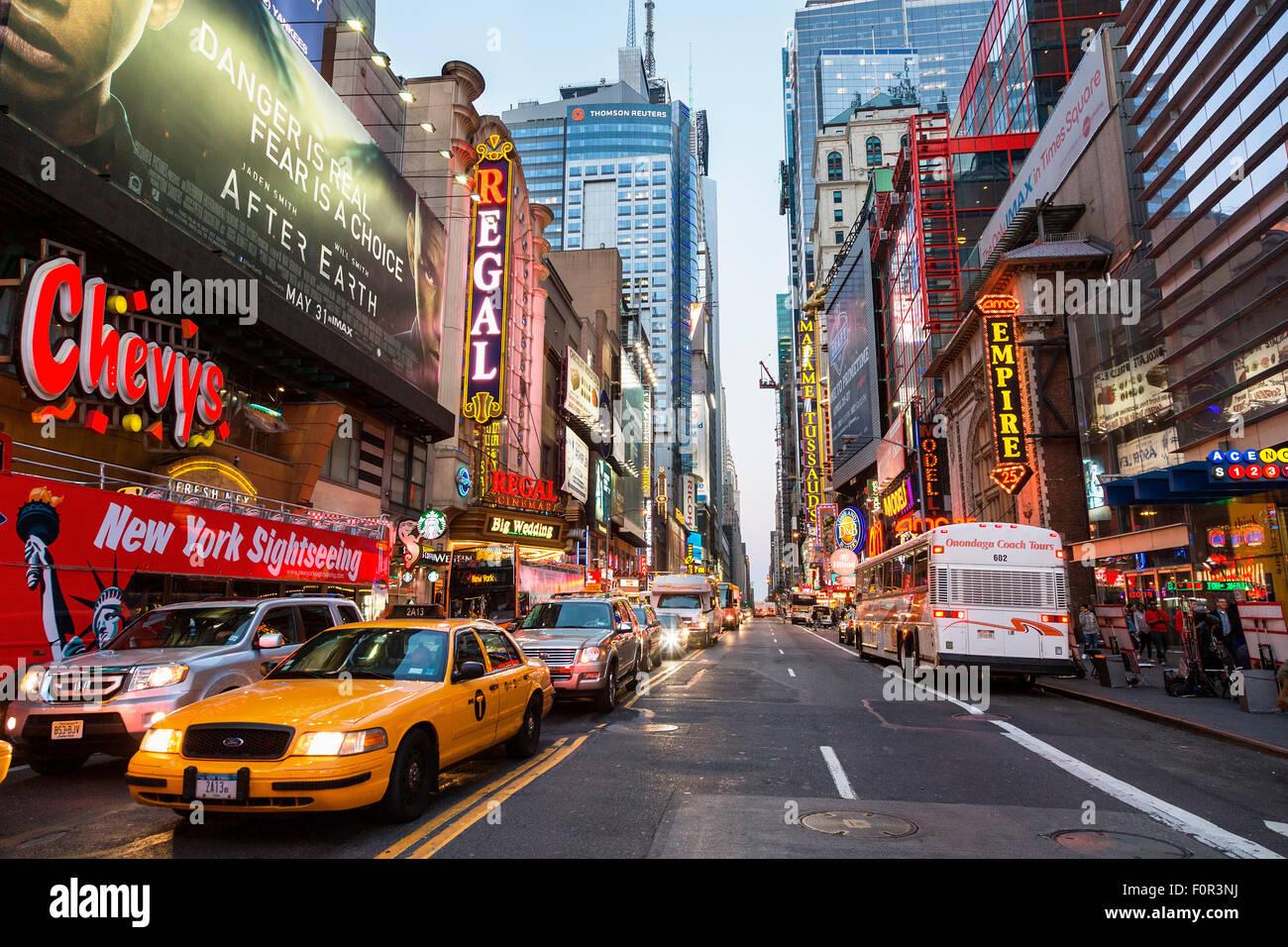 New York City, Verkehr auf die 42 Nd Street Stockbild