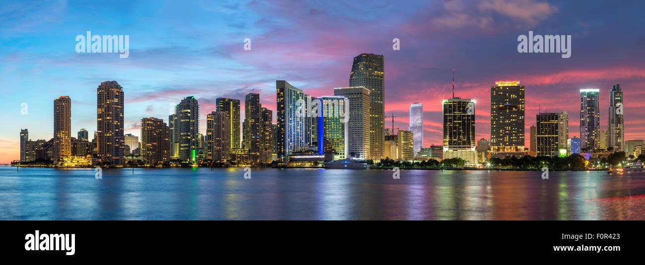 Florida, Miami Skyline in der Abenddämmerung Stockbild