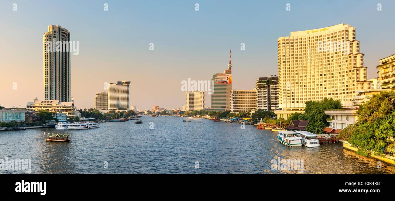 Thailand, Bangkok, Verkehr auf dem Chao Phraya river Stockbild