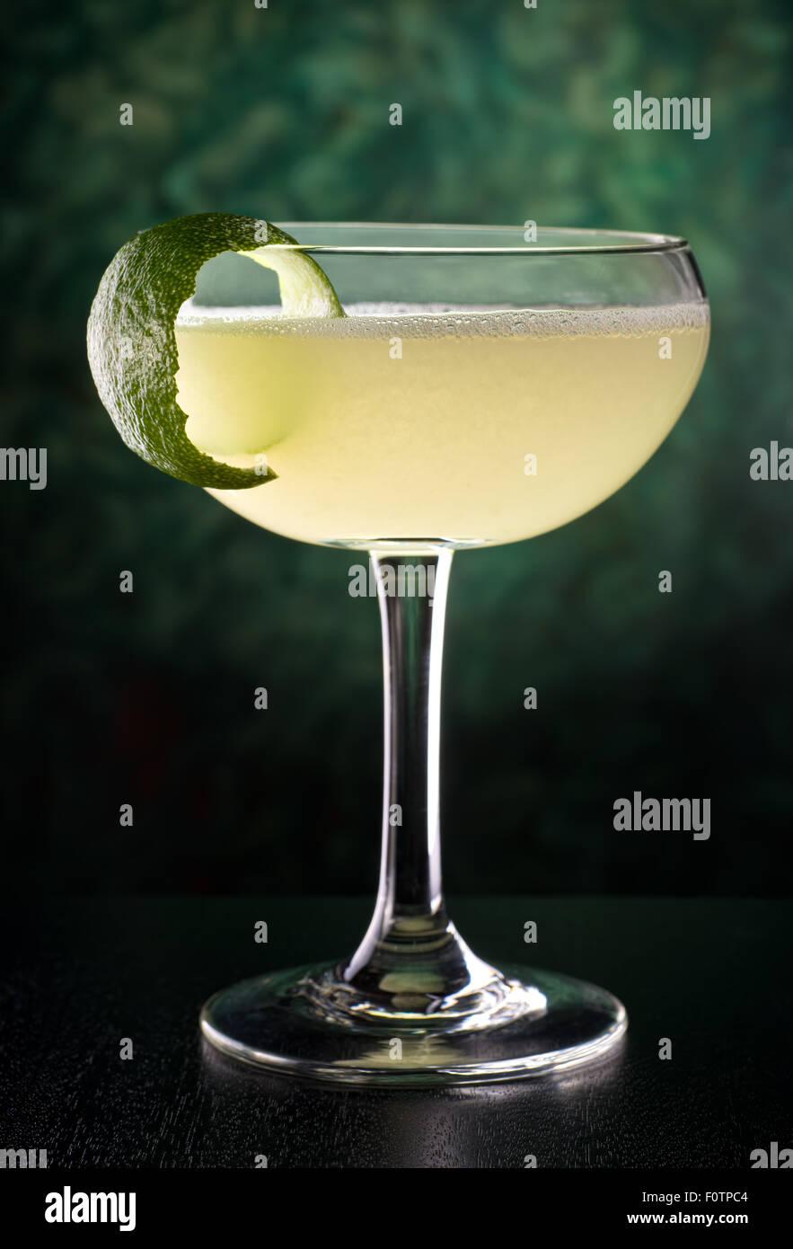 Einen köstlichen klassischen Stil Daiquiri mit Rum, Zitronensaft und Zucker. Stockbild