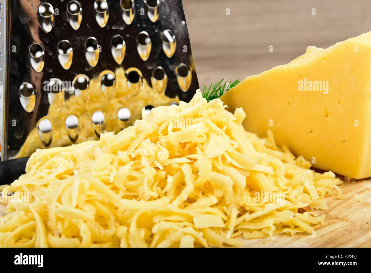 geriebenen Käse auf Holzbrett Stockfoto, Bild: 86626138 - Alamy
